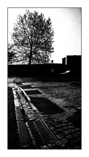 silhouette digbeth grate cobbles freemanstreet parkstreet birmingham secondcity 2000 ilford hp5 reflections backlight contrejour arty urban brum