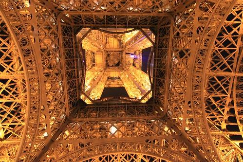 paris france toureiffel nuit eiffeltower night eiffelturm nacht voninnen interiorview vueintériere histgeo