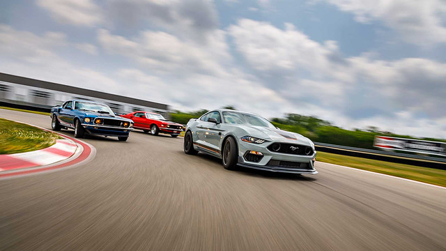 2021-ford-mustang-mach-1 (11)