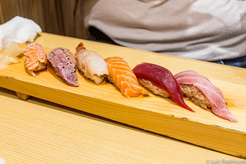 Set de sushi variado en Kagura Sushi