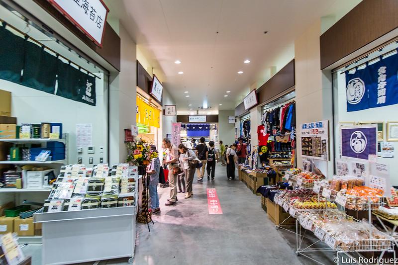Mucha variedad de productos en Uogashi Yokocho