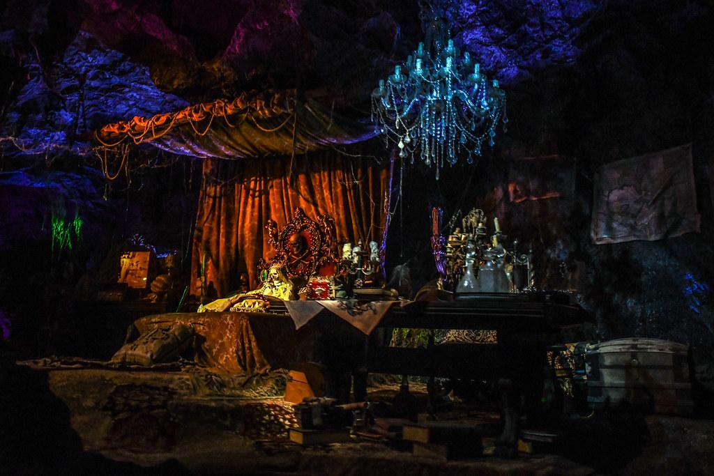 PotC pirate skeleton bedroom DL