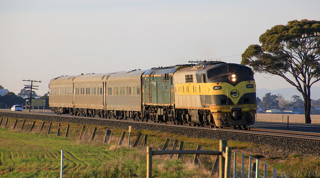 GM27 and 442s2 charge out of a cold Horsham with the AK Cars in tow