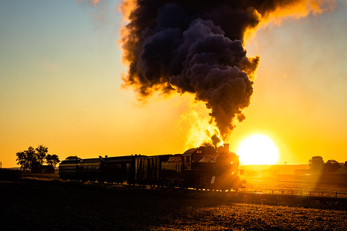 ronks pennsylvania unitedstatesofamerica backlight backlit sunrise morning dawn steam locomotive engine sun goldenhour silhouette farm field norfolk western canon77d 2470f4