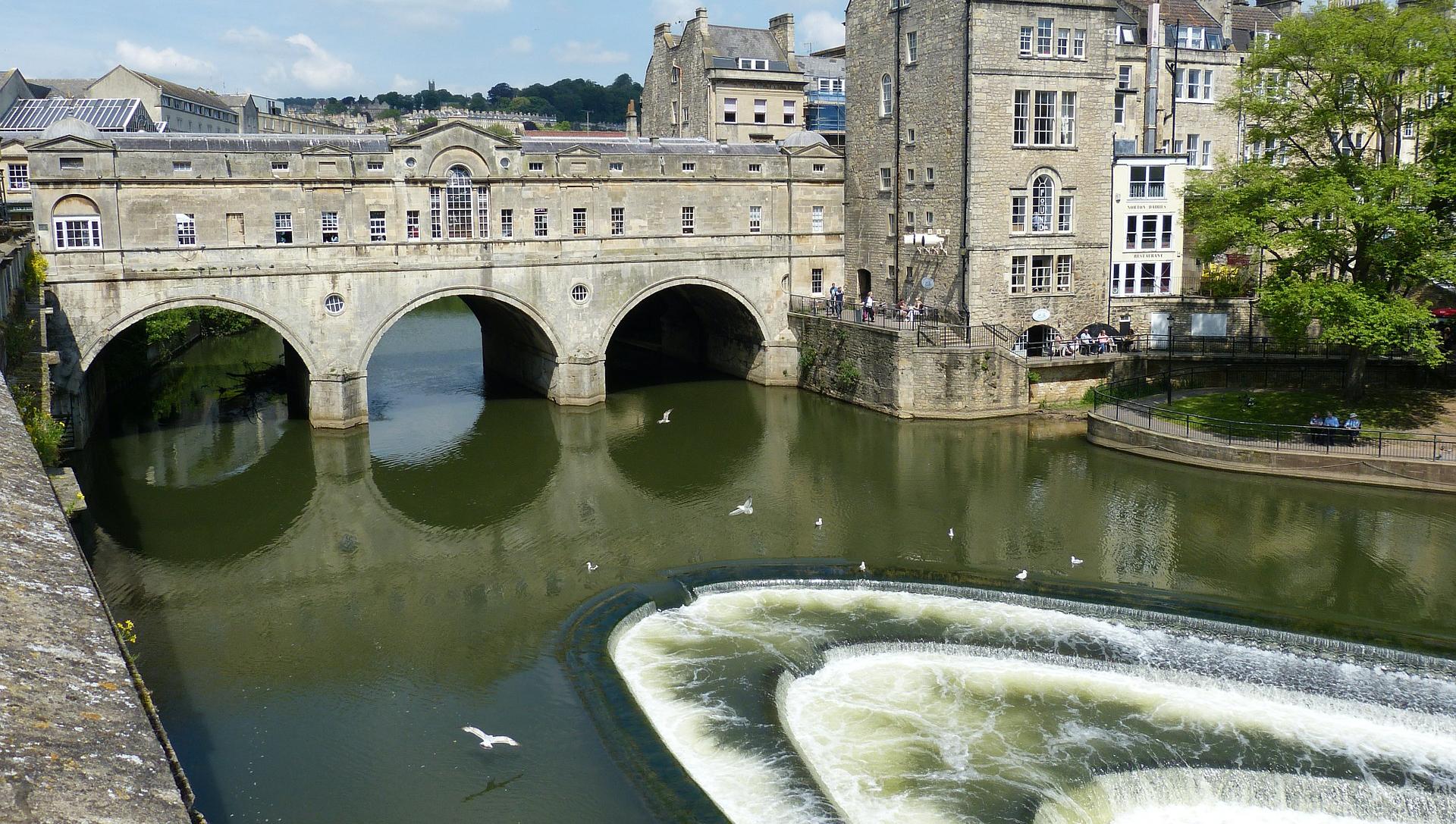 Pulteney bridge and weir in Bath.