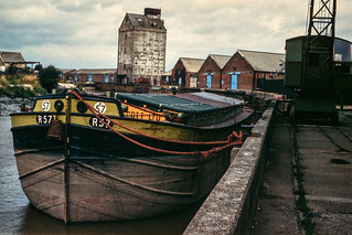 Barge R57 moored at wharf north of Ferry Lane, Hull 81-04-Hull-052_2400