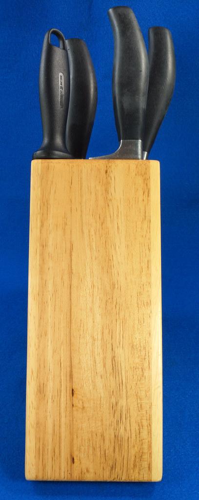 RD28700 3 Zwilling Henckles Solingen Germany 5 Star Knives Chef, Bread, Sandwich & Rod in 9 Slot Block DSC08043