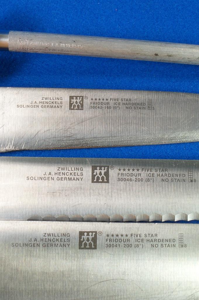 RD28700 3 Zwilling Henckles Solingen Germany 5 Star Knives Chef, Bread, Sandwich & Rod in 9 Slot Block DSC08046