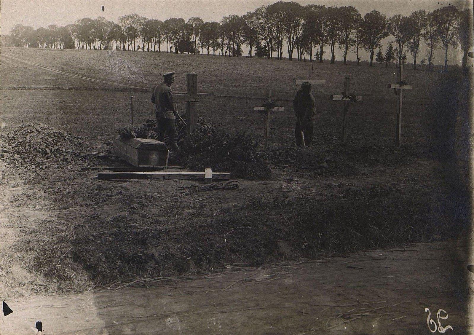 21. Братская могила возле с. Новоселок. Галиция. 1915