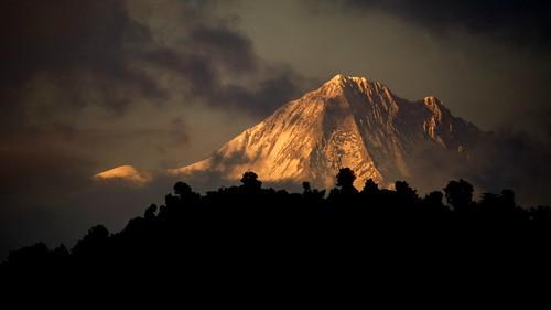 nepal pokhara annapurna annapurnarange himalayas sunsetpokharawesternregionnepal