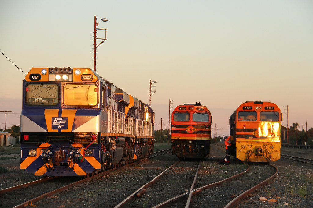 6186. CM3308,CM3310+2210+701 shunting at Tailem Bend 10-6-14 by David Arnold
