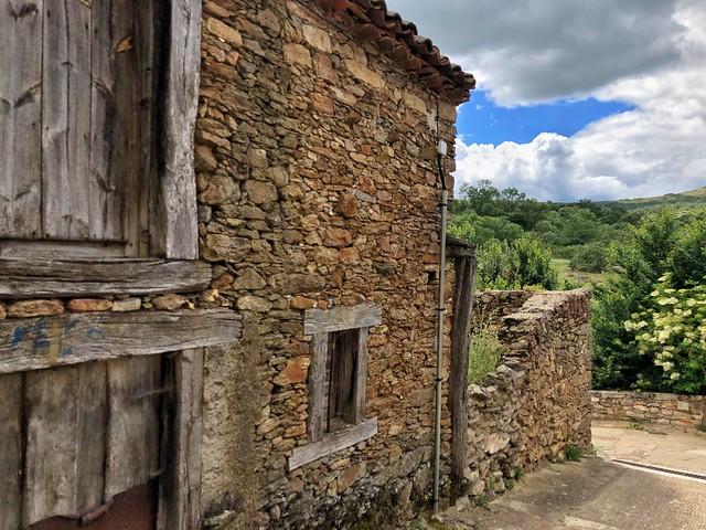 Horcajuelo de la Sierra (Pueblo de arquitectura negra en la Comunidad de Madrid)