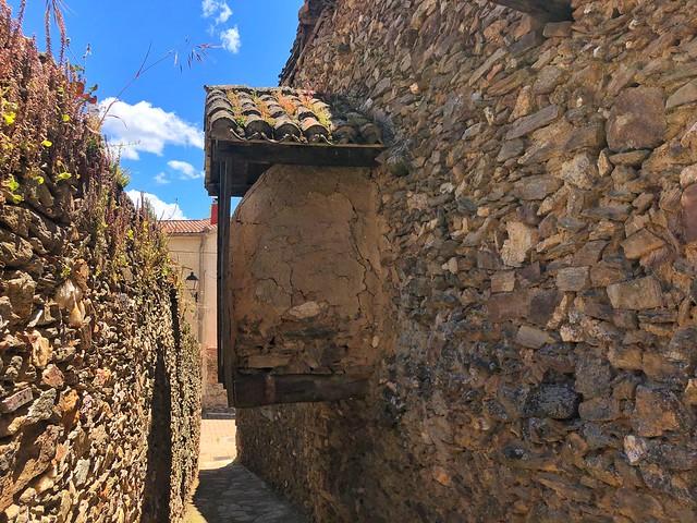 Horno suspendido en Montejo de la Sierra (Pueblos negros de Madrid)