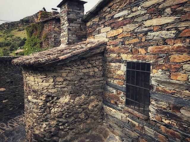 Casa de pizarra con horno en Patones de Arriba (Madrid)