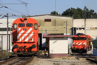 1551 and 1907 stabled on depot at Poceirão, 5th February 2011
