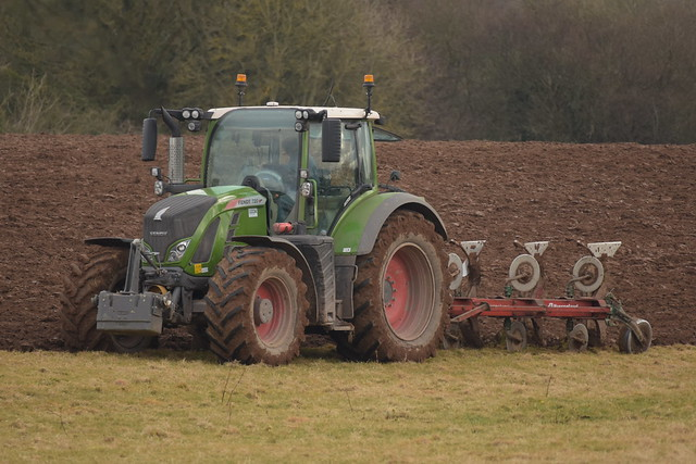 Fendt 720 Vario Tractor with a Kverneland 4 Furrow Plough