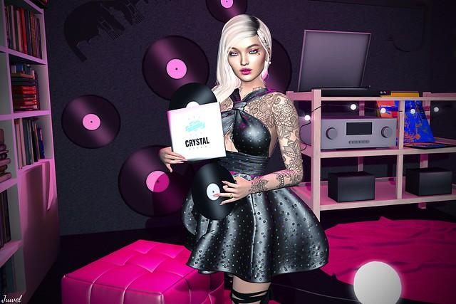Une chanson qui nous traîne : Crystal Store – Virtual Diva – RedFish