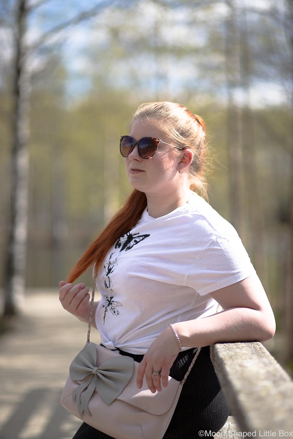 Asu-valkoisella-t-paidalla-blogi-Monton-2
