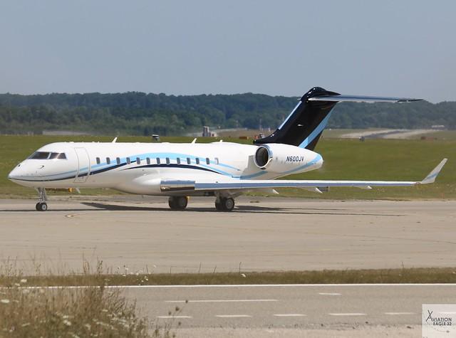 Bombardier Global 6000 N600JV taxiing at GVA/LSGG