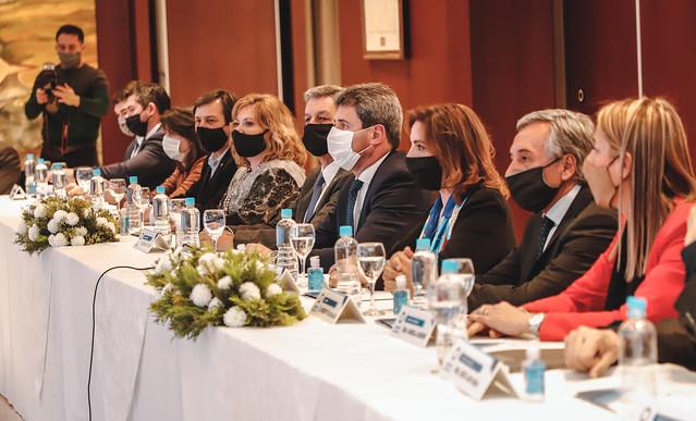 2020-06-18 PRENSA: Uñac lanzó el Acuerdo San Juan con una participación histórica de diversos sectores