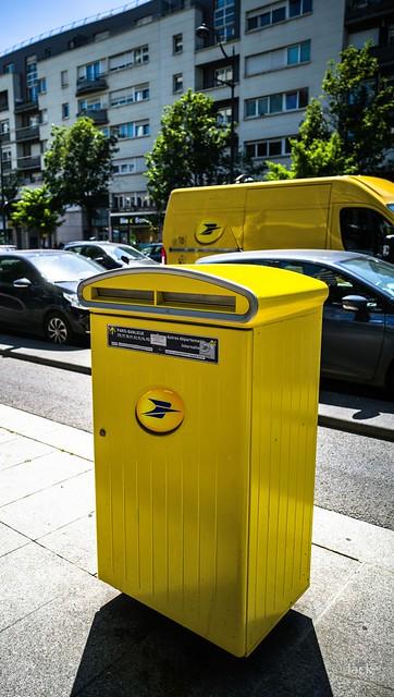 la poste jaune