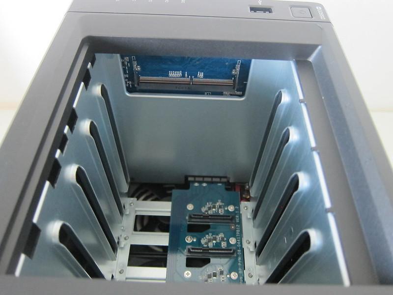Synology DiskStation DS920+ - Inside