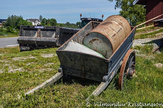 Barrel in a cart (DSC_1218 vk)