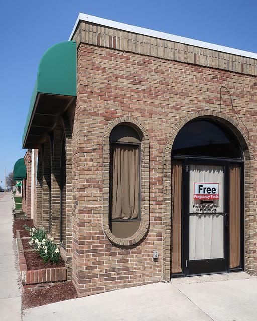 A 1968 window hole is an obround discorectangle of bricks.