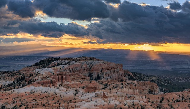 *Bryce Canyon @ Sun rays behind dark clouds*