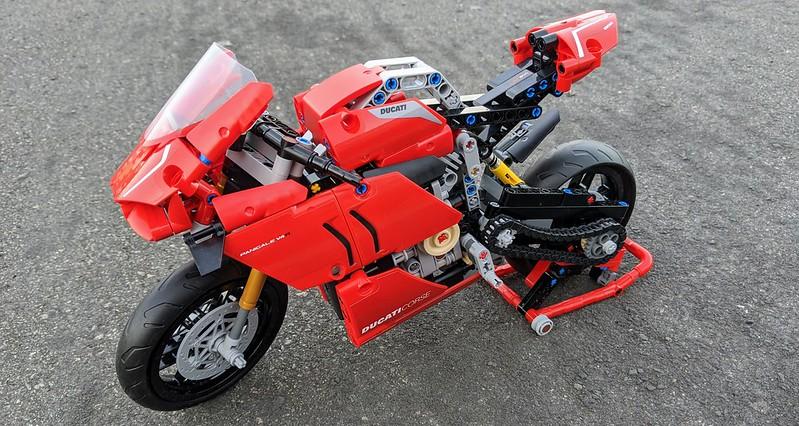 42107: LEGO Technic Ducati Panigale