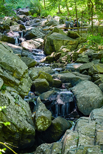 smack53 waterfalls rocks stream brook creek water schooleysmountain newjersey longvalley springtime spring nikon z50 nikonz50 countypark park scenic scenery 50250mm
