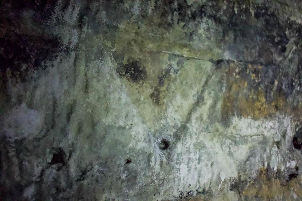 Detalle de un triángulo en la neocueva de Risco Caído en Artenara