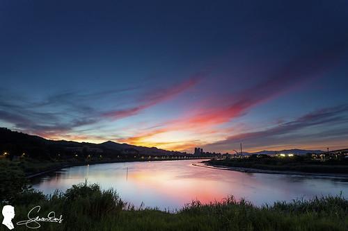 sunrise sky cloud taiwan taipei 台灣 台北 火燒雲 天空 canon eos6d2 ef1740 skyfire 圓山河濱公園 圓山