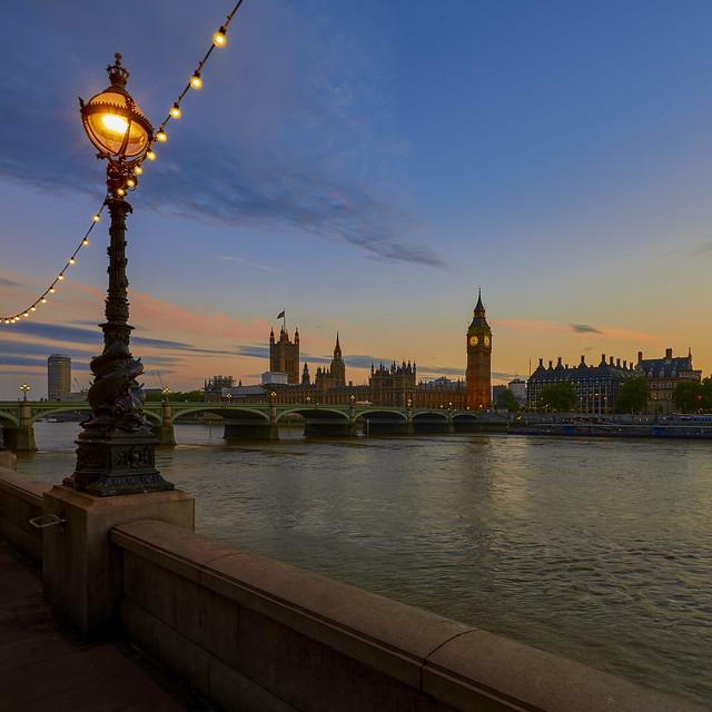 9:30pm London evening