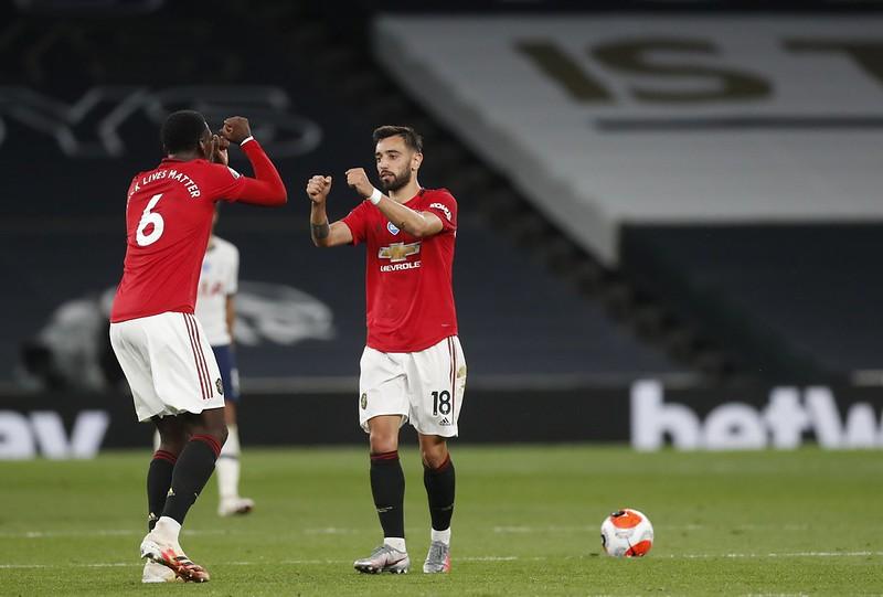 Bruno Fernandes(右)與Paul Pogba(左)慶祝進球。(達志影像)