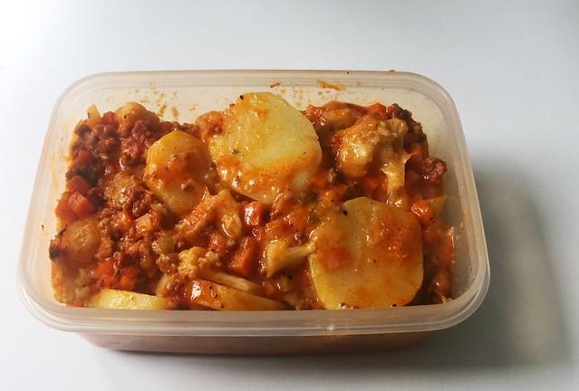 Cauliflower meat casserole - Leftovers III / Blumenkohl-Hack-Auflauf mit Kartoffeln - Resteverbrauch III