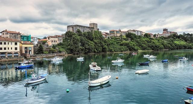 Tarde  gris  en San Vicente de la Barquera.  Cantabria.