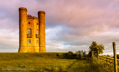 broadwaytower broadway cotswolds early earlymorning landscape landmark hdr canon canon7dmarkii canon1740mml colours architecture morning clouds british building sunrise castle folly brick countryside english england worcestershire grass green hill monument old rural picturesque rustic summer sunny view viewpoint walls canonflickraward