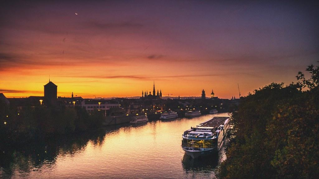 Morgenstimmung über dem Main in Würzburg