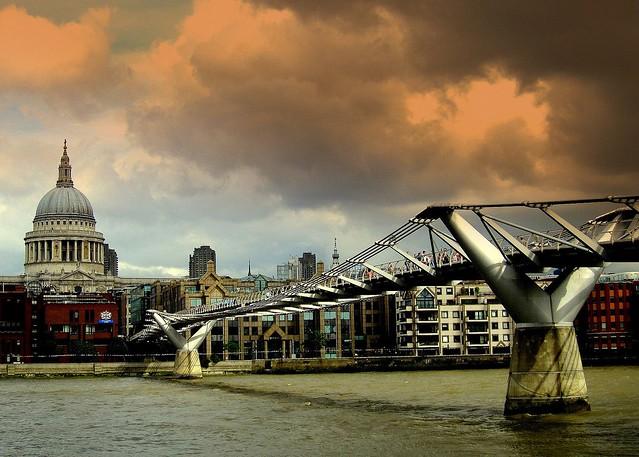 St. Paul's Cathedral & Millennium Bridge / Explored