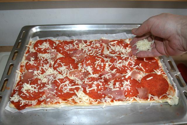 10-Mit-mehr-Käse-bestreuen
