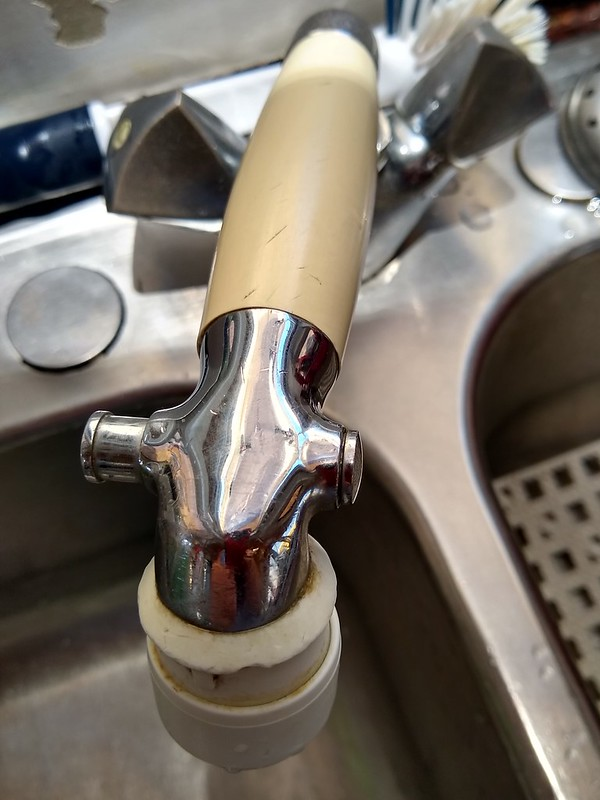 Faucet with pause button