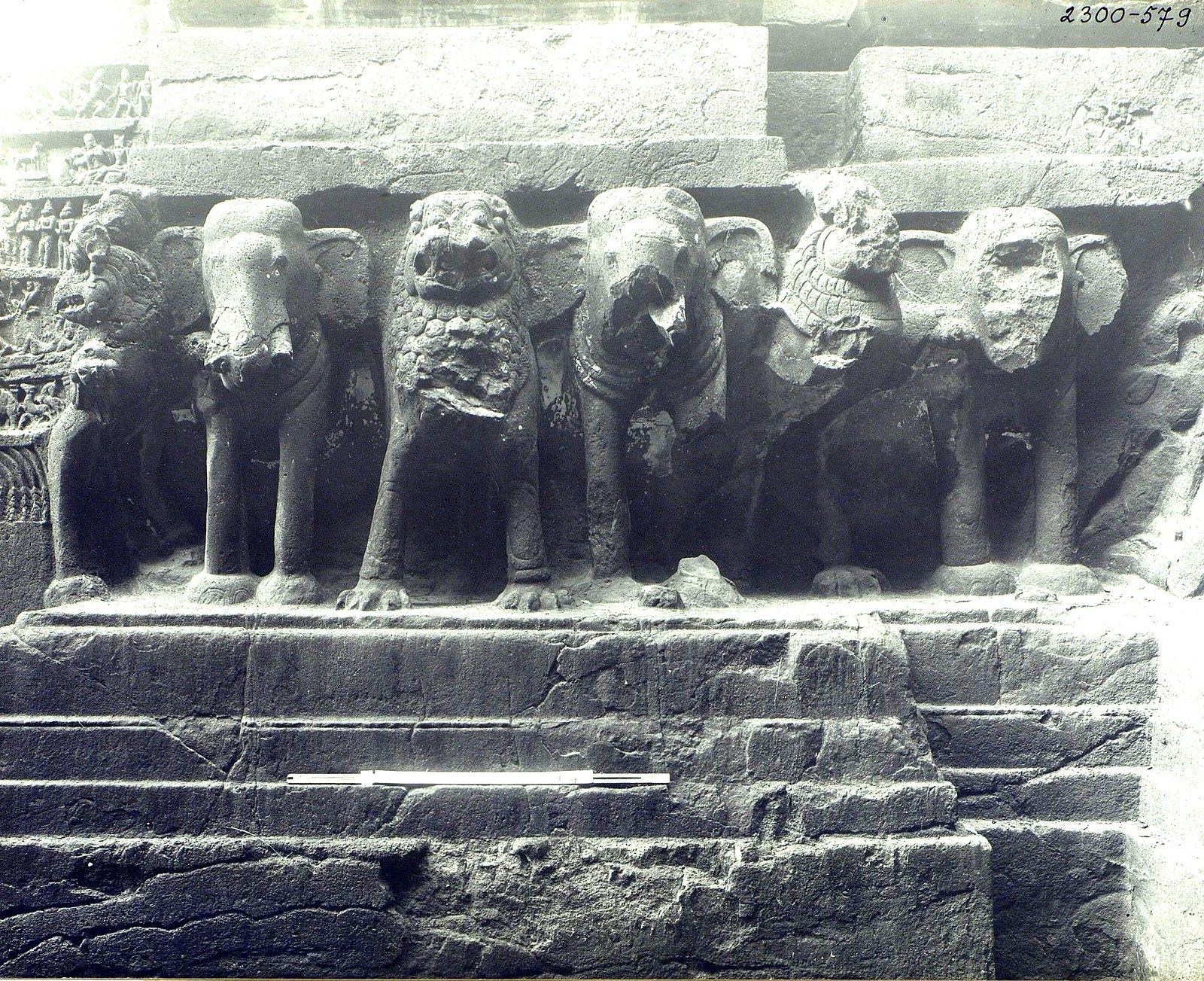 Храм Кайласа в Эллоре (деталь рельефа со слонами и львами) (9)