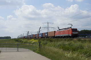 DB Cargo 189 075-5 onderweg met een container shuttle richting Emmerich in Angeren over de Betuweroute 20-06-2020 | by marcelwijers