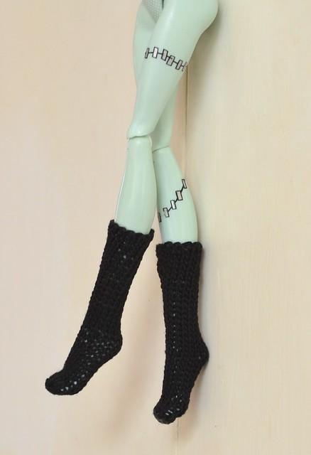 Monster High - Knee Highs (Free Knitting Pattern)