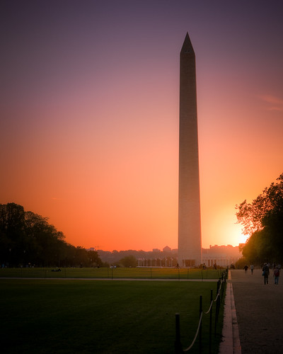 red orange blue purple yellow sky sunset sunlight colors evening dusk washington dc districtofcolumbia nationalmall monument obelisk outside outdoors urban city people grass trees distance landscapephotography cityscape sillohuette sony alpha a7rii ilce7rm2 sel100400gm gmaster gm telephoto zoom long
