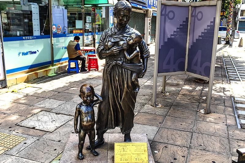 Sculpture by Lee Hyun-woo at 40 Steps--Busan