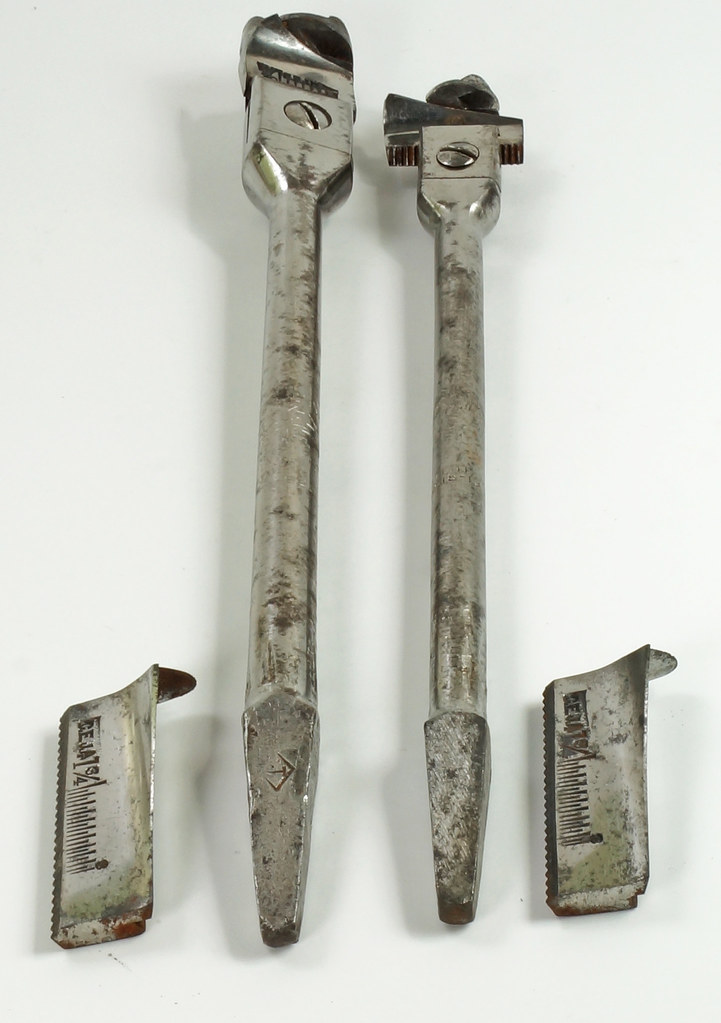 RD17102 Antique C.E. JENNINGS & Zenith Adjustable AUGER BIT Steers Plus 2 Blades in Old Pouch DSC08273