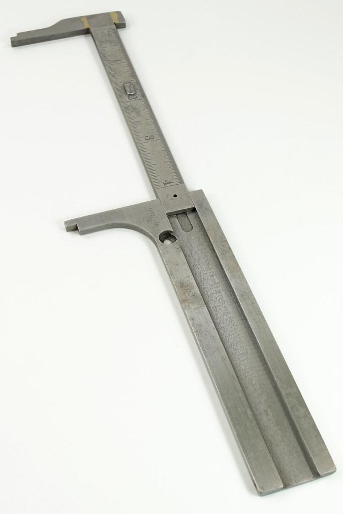 RD29319 Vintage L.S. Starrett 5 inch Machinist Pocket Caliper Model No. 425 DSC08257