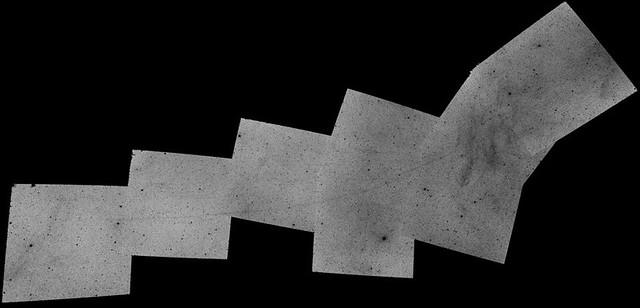 VCSE - A hajszálvékony Ursa Maior-ív sok-sok fokon át követkető az amatőr hidrogén-alfa felmérés képein- Forrás: Sky and Telescope, Dennis di Cicco